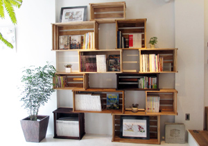 写真:手作りのブックコーナー